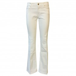 7.24 Woman white paw jeans...